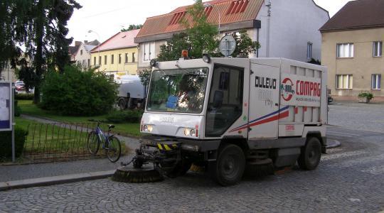 V Bakově vyjedou do ulic čisticí stroje. Foto: www.bakovnj.cz