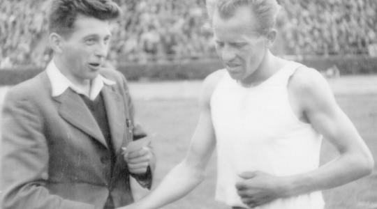 Josef Hron s Emilem Zátopkem. Foto: archiv Nadačního fondu Škoda Auto