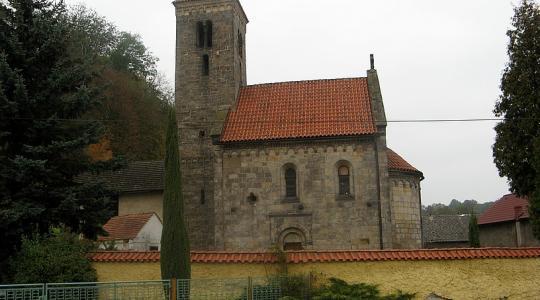 Románský kostel Nanebevzetí Panny Marie v Mohelnici nad Jizerou. Foto: Petr Novák