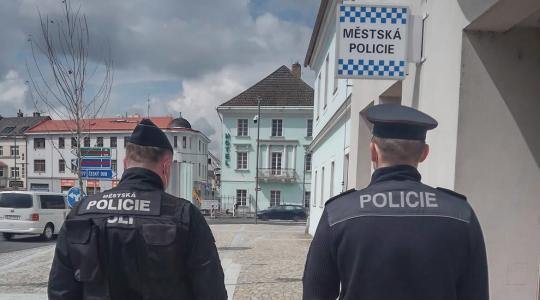 Obyvatelé Hradiště budou potkávat v ulicích společné hlídky státních policistů a strážníků. Foto: Městská policie