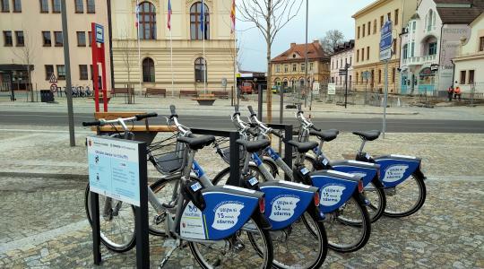 Stanice sdílených kol nextbike na Masarykově náměstí, 10. 4. 2021, foto: Petr Novák