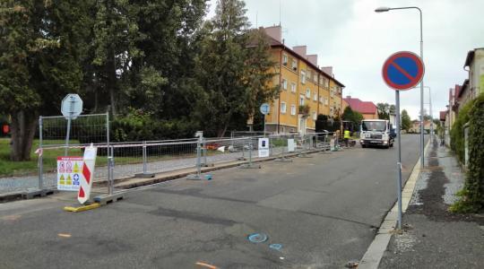 Začala rekonstrukce plynovodu v ulici Svatopluka Čecha (23. srpna 2021). Foto: Petr Novák