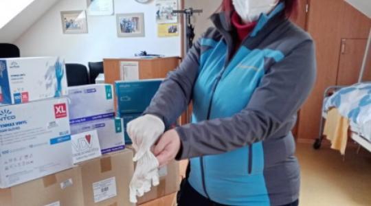 Výbor dobré vůle – Nadace Olgy Havlové daroval Spokojenému domovu finanční prostředky na ochranné pomůcky. Foto: Spokojený domov