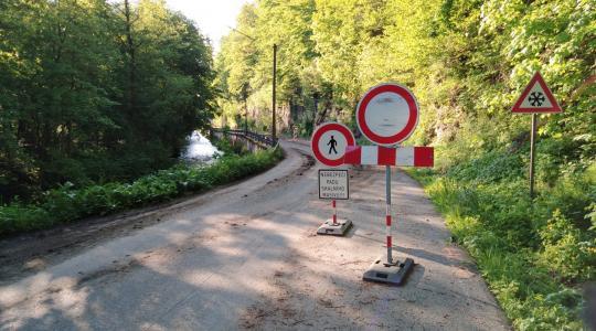 Přesný termín otevření silnice zatím nedokáže nikdo odhadnout. Foto: Radek Žďánský