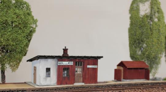 Velký svět malých vláčků v Bakově ukazuje i autentické modely místní zastávky a nádraží. Foto: Petr Novák