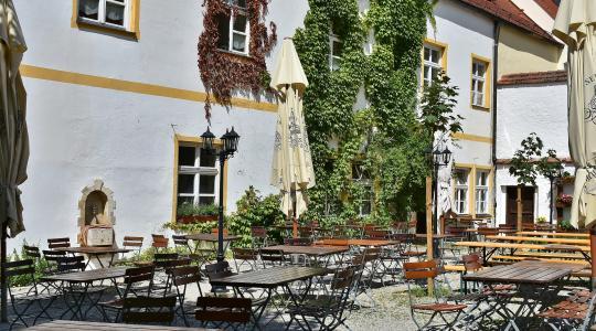 Zahrádka restaurace. Ilustrační foto: fotobanka pixabay.com